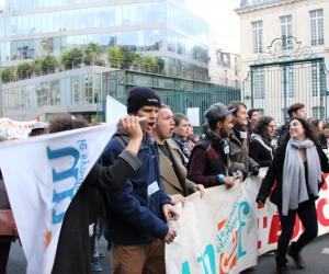 Manifestation le 11 décembre 2014 à Paris contre l'austérité à l'université et dans la recherche, où étaient présents les syndicats étudiants.