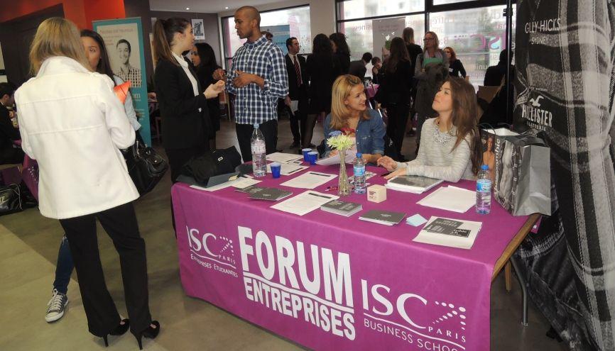 Les forums entreprises (ici celui de l'ISC) sont une occasion de nouer des contacts en amont avec des recruteurs. //©ISC