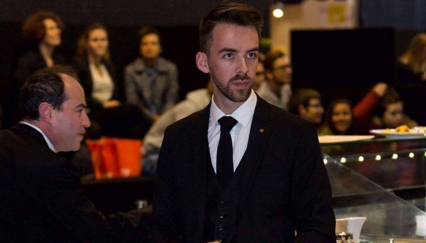 Thomas Brière, 28 ans, est chef de rang à l'Ambroisie, un restaurant parisien triplement étoilé. //©Photo fournie par le témoin