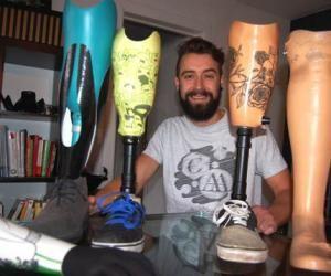 Simon propose des motifs variés pour orner les prothèses.