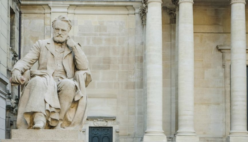 Victor Hugo siège dans la cour d'honneur. //©Simon Lambert/Haytham pictures pour l'Etudiant