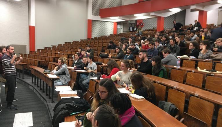 À l'université Paris 1 Panthéon-Sorbonne, étudiants, personnels et enseignants se sont mobilisés conjointement.