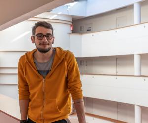 Mehdi a réalisé une partie de ses études d'informatique en Belgique.