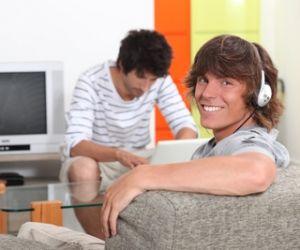 Les foyers de jeunes travailleurs accueillent en priorité les jeunes en apprentissage, en stage ou déjà salariés.