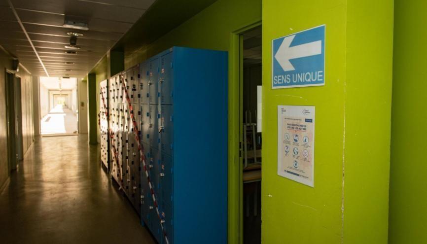 Le protocole sanitaire déjà en vigueur dans les collèges devra aussi être suivi dans les lycées. //©Eric TSCHAEN/REA