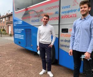 Guillaume et Nicolas, en L2 et en M1 de droit à l'université catholique de Lille, assurent des permanences juridiques aux côtés d'avocats bénévoles.