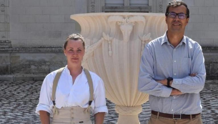 Elsa Berthelot, Compagnon du tour de France, a reproduit la vasque du chateau de Villandry pour le compte d'Henri Carvalo, propriétaire.