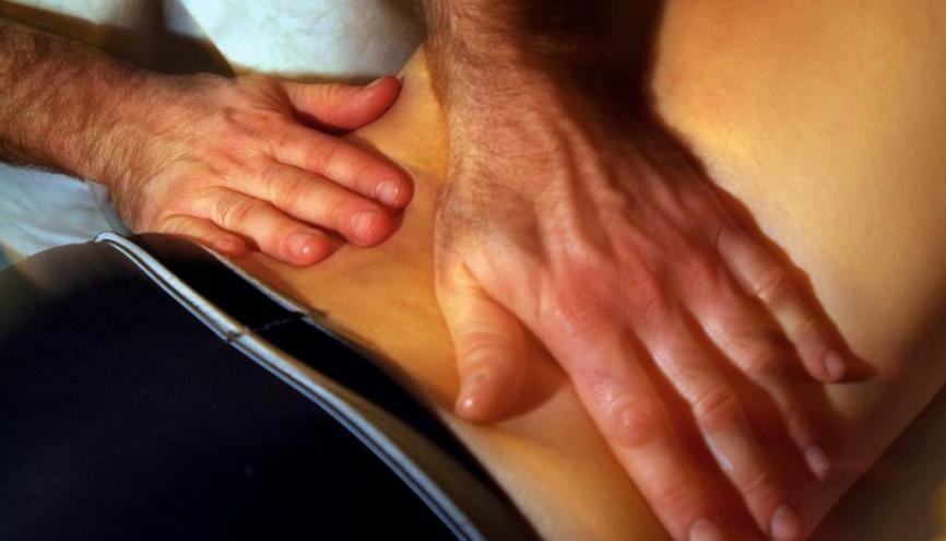 Le travail de l'ostéopathe sur le corps se fait de façon douce. //©Phovoir