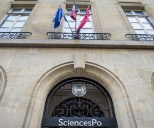 L'institution de la rue Saint-Guillaume choisira dorénavant les candidats à l'ensemble de ses masters sur dossier.