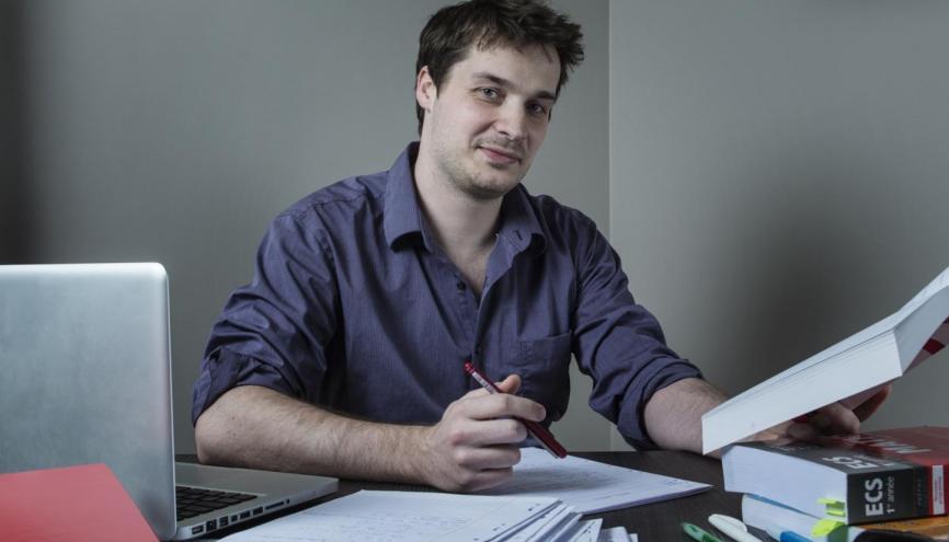 """Cyril, professeur de mathématiques : """"Il faut casser les préjugés sur les mathématiques."""" //©William Beaucardet pour l'Étudiant"""