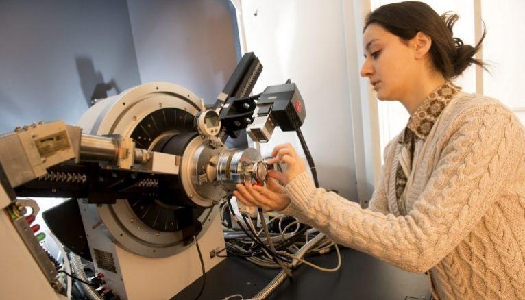 10,9 % des étudiants des filières scientifiques à l'université aimeraient travailler au CNRS.