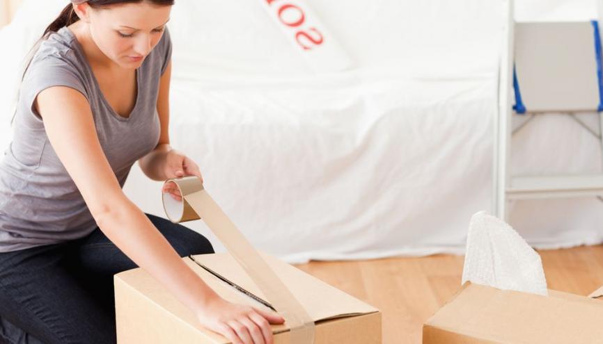 Un déménagement (location d'un camion, cartons...) peut vite coûter une centaine d'euros. //©Shutterstock