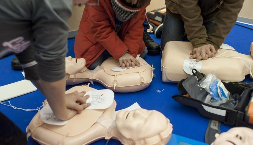 Lors de la période obligatoire du service national universel, les jeunes seront formés aux premiers secours. //©Arthur HERVE/REA