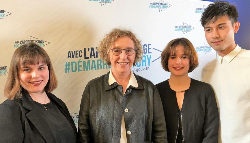 Astrid (à gauche) a été recrutée avec Juliette et Nicolas par la ministre du Travail, Muriel Pénicaud, pour assurer la promotion de l'apprentissage auprès des jeunes. //©Etienne Gless