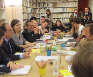 François Hollande, à la rencontre de jeunes des ateliers d'écriture du Labo des histoires //© VB.