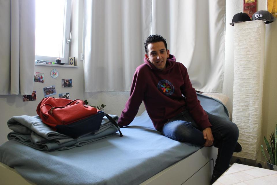 L'étudiant a un petit lit, mais qui possède un tiroir coulissant bien pratique. //©Delphine Dauvergne