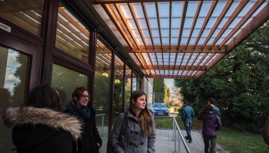 Les bâtiments du campus bois étaient destinés, à l'origine, à accueillir une chocolaterie. //©Raphaël Helle pour l'Etudiant