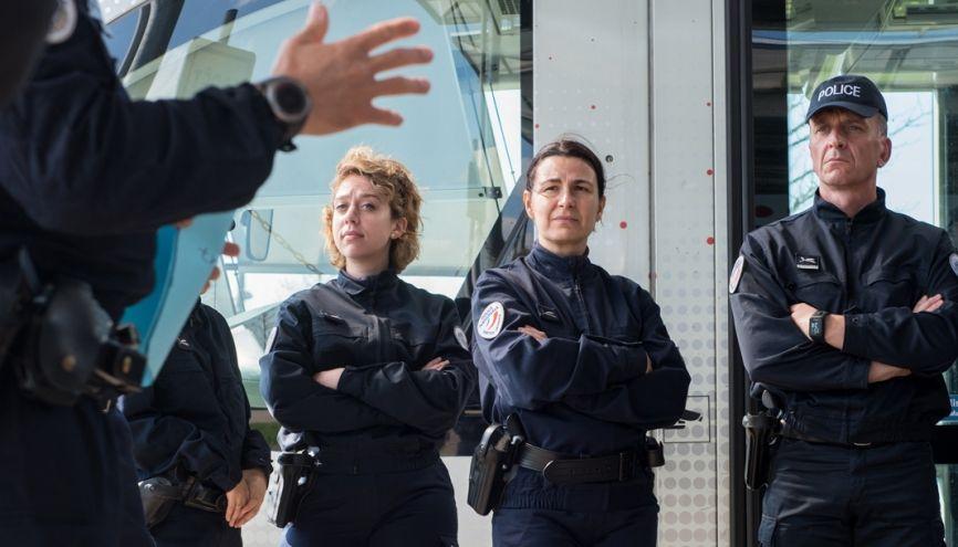 Les futurs commissaires de police apprennent, notamment, les techniques d'intervention et d'interpellation dans les transports en commun. //©Olivier GUERRIN pour L'Étudiant