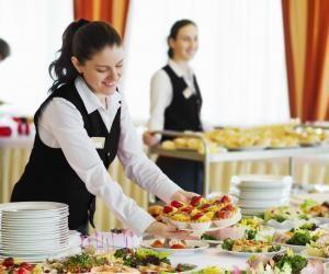 Juste après le bac, vous pouvez postuler pour des formations en hôtellerie-restauration sur Parcoursup.
