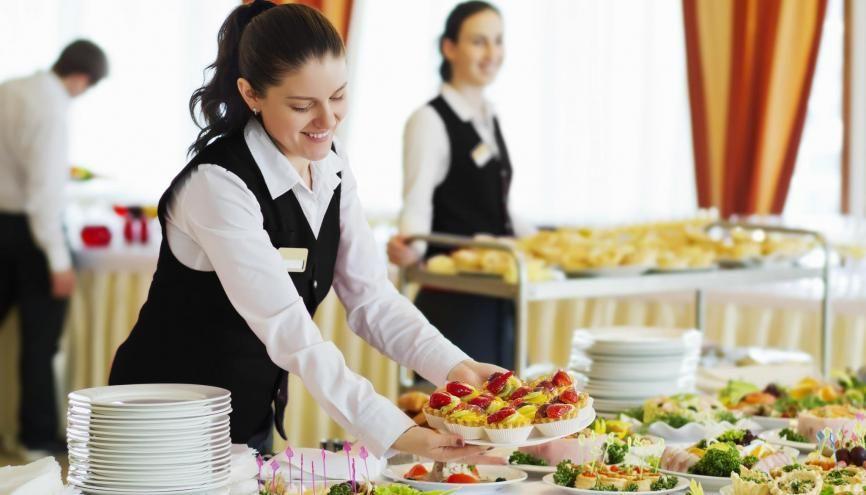 Juste après le bac, vous pouvez postuler pour des formations en hôtellerie-restauration sur Parcoursup. //©Adobe Stock/ Petinovs