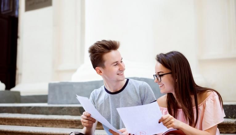 Pour faire leur choix, les formations vont prendre en compte les différentes moyennes des matières enseignées en première et terminale.