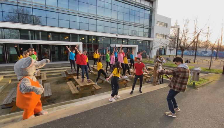 """Sur le tournage de la vidéo proposée par les étudiants du CESI pour le concours """"Je filme ma formation"""""""