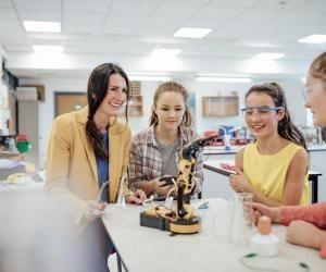 Des compétences scientifiques sont requises pour entrer en école d'ingénieurs.