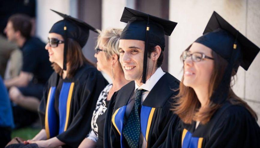 Attention, le coût des études à l'étranger dépasse souvent les prévisions de vos parents. //©UdeM