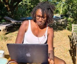 Claire, développeuse web, a trouvé son contrat d'apprentissage en mettant en avant sa détermination et la singularité de son profil.
