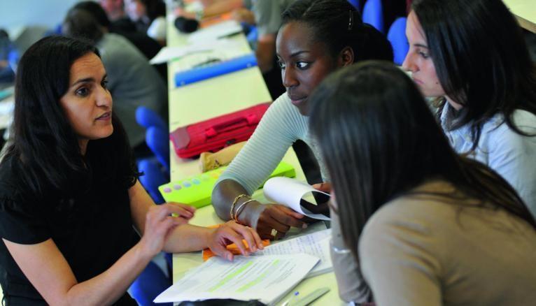 Soucieuses de l'insertion professionnelle des étudiants, les écoles organisent des forums de recrutement, du coaching personnalisé ou encore des speed-dating avec des recruteurs.