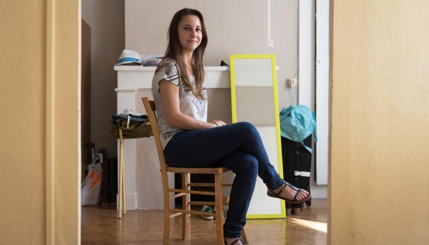 Mélanie, 21 ans, en DUT génie biologique, à Saint-Étienne, dans son appartement. //©Olivier GUERRIN pour L'Étudiant