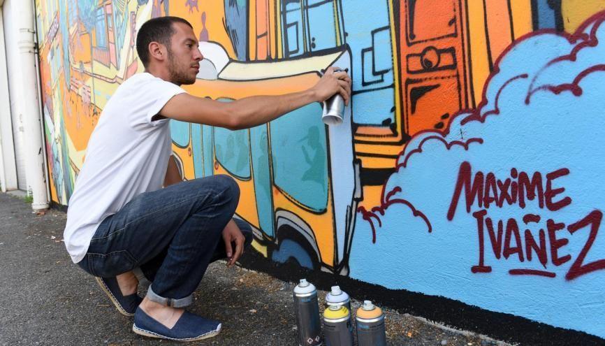 Maxime réalise sa passion du graff. Depuis l'adolescence, il peint des fresques murales ; aujourd'hui, il en a fait son métier. //©Olivier GUERRIN pour L'Étudiant