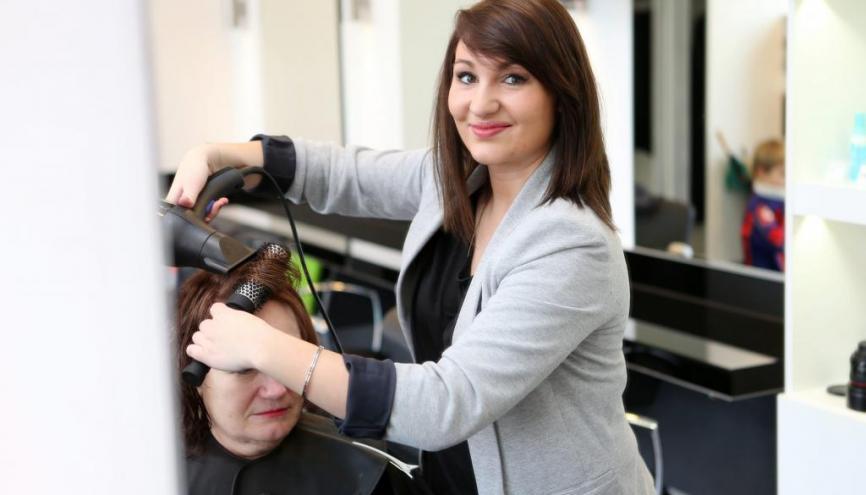 Coiffeur qui cherche apprenti cl dynamom trique hydraulique - Salon de coiffure qui recherche apprenti ...