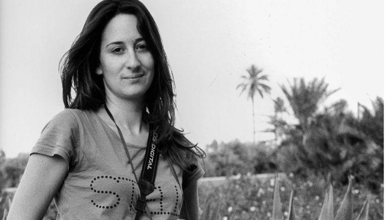 En 2003, Céline Lazorthes choisit de s'orienter vers le multimédia. Elle s'inscrit à l'IIM, l'Institut de l'Internet et du multimédia.