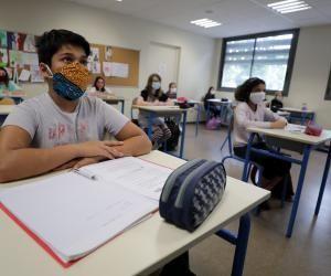 """Pour les collégiens et lycéens, le masque est considéré comme une """"fourniture"""" et ne sera donc pas fourni aux élèves."""