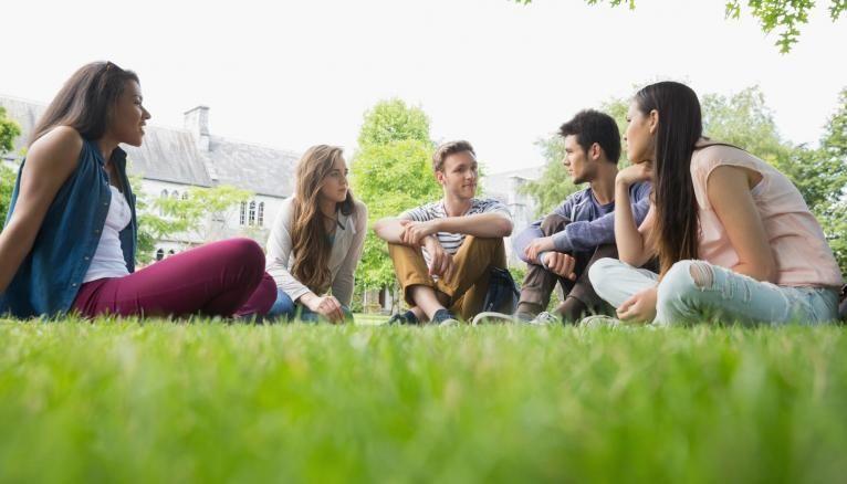 Un cadre de vie plus chaleureux, une ambiance plus familiale et un enseignement de proximités : tels sont les avantages des petits campus.