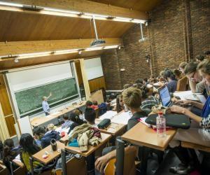 Les élèves intégrés à l'ENSAE ont une note moyenne au bac de 17,4.