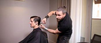 D'un CAP coiffure au titre de champion du monde, le parcours de Raphaël Perrier témoigne de sa persévérance. Ici, une séance de shooting pour sa future collection.