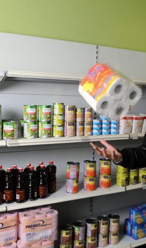 Faire ses courses dans une épicerie solidaire étudiante (ici à Villeurbanne) permet de bénéficier de prix allégés.