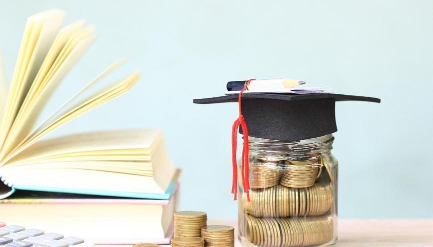 Cette année, les étudiants boursiers toucheront entre 102 et 561 € chaque mois selon leur échelon. //©Adobe Stock/Monthira