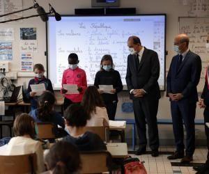 Le Premier ministre, Jean Castex, et le ministre de l'Éducation nationale, Jean-Michel Blanquer, ont assisté à la lecture de la lettre de Jean Jaurès à Conflans-Sainte-Honorine.