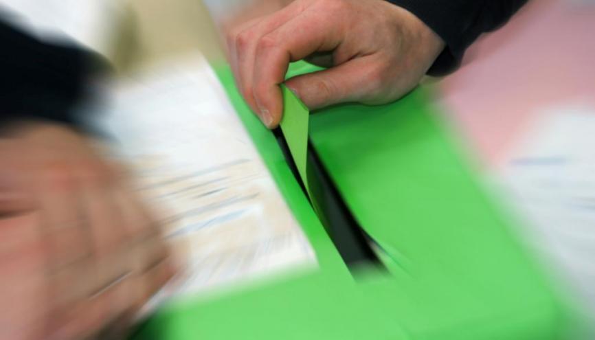 Dans certains collèges, urne et isoloir sont installés pour l'élection des délégués. //©Fotolia