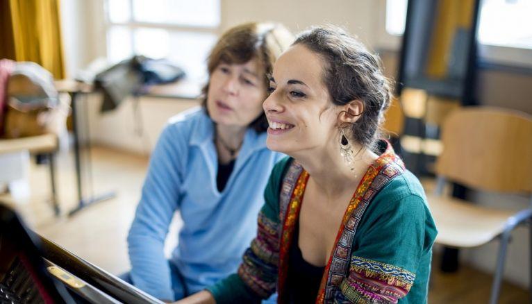 Suzanne est en terminale L au lycée Georges-Brassens, à Paris, et pratique le piano au Conservatoire.