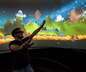 Joseph, 22 ans, élève ingénieur, en apprentissage chez Cortex Productions, a mis au point cet écran 360° pour films en relief.