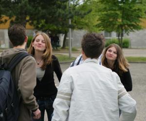 Retrouver ses camarades de collège aide à gérer la transition avec le lycée.