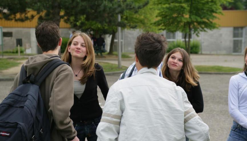 Retrouver ses camarades de collège aide à gérer la transition avec le lycée. //©Phovoir