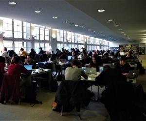 La BU Sainte-Barbe, à Paris, est ouverte de 10 h à 20 h et même le dimanche pendant les périodes des examens.