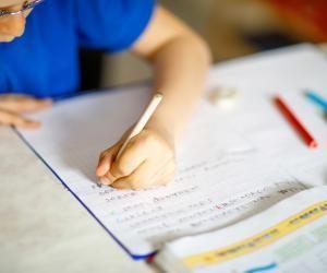 Selon un rapport de l'INSEE, 2% des enfants de moins de 17 ans n'ont pas de connexion Internet chez eux.