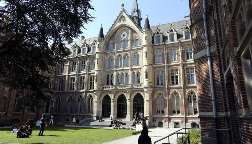 A l'université catholique de Lille, entre un tiers et la moitié des cours de licence auront lieu en présentiel et le reste à distance. //©Franck CRUSIAUX/REA