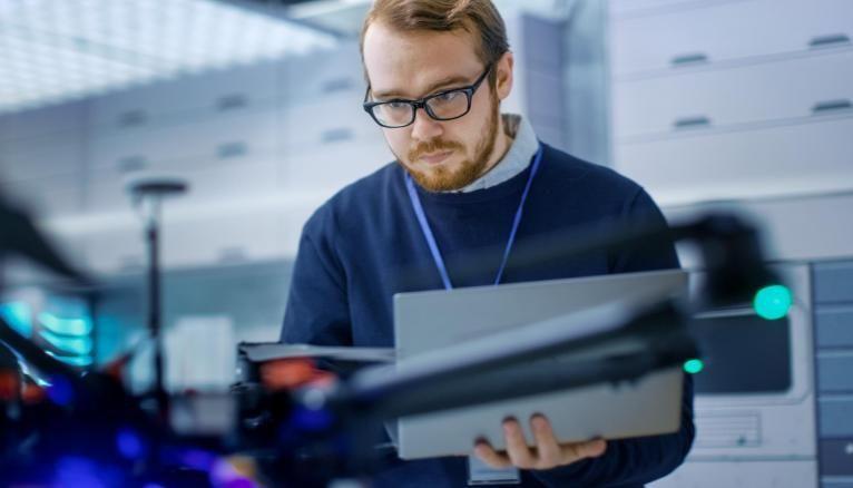 Ingénieur-manager des compétences complémentaires qu'on peut acquérir en suivant un double diplôme.